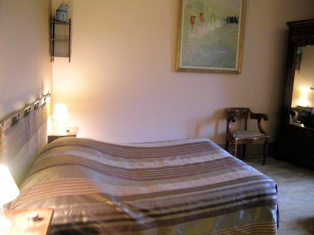 manoir du breuil chambres d 39 h tes rooms in pierrefitte sur loire in l 39 allier 03 13 km. Black Bedroom Furniture Sets. Home Design Ideas