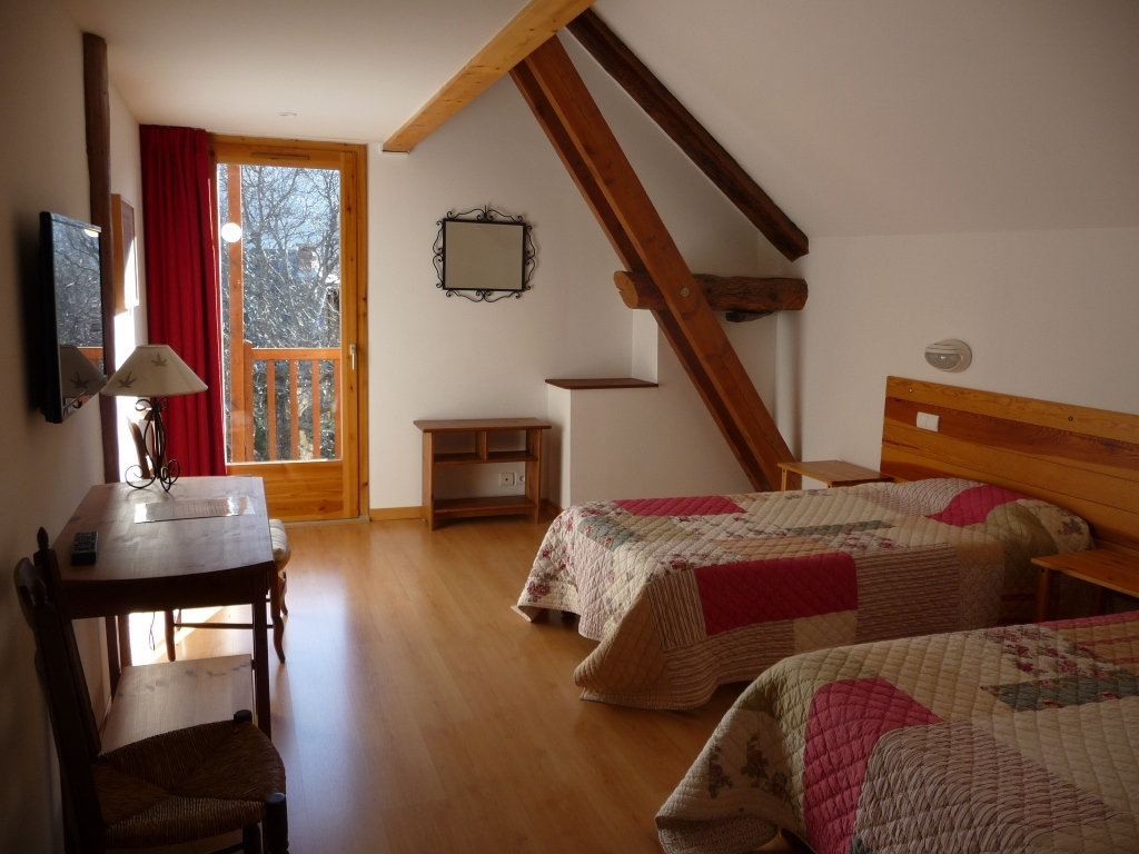Chambres d 39 h tes les peschiers bedrooms in ch teauroux for Chambre hote embrun