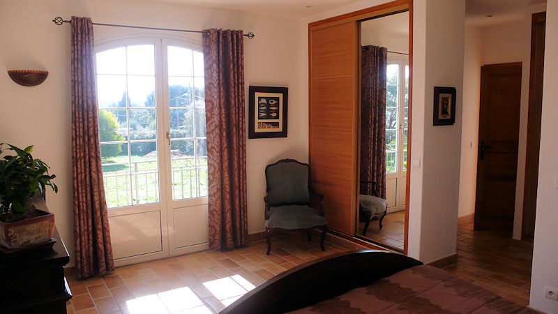 chambres d 39 h tes bastide des eucalyptus chambres antibes juan les pins dans les alpes. Black Bedroom Furniture Sets. Home Design Ideas