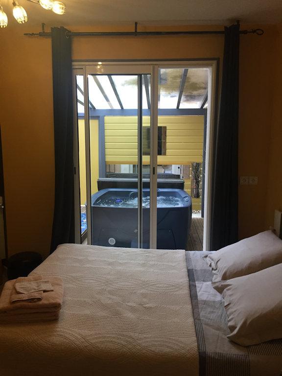 La Villa Charline, chambres avec Spa privatif, Zimmern Issel