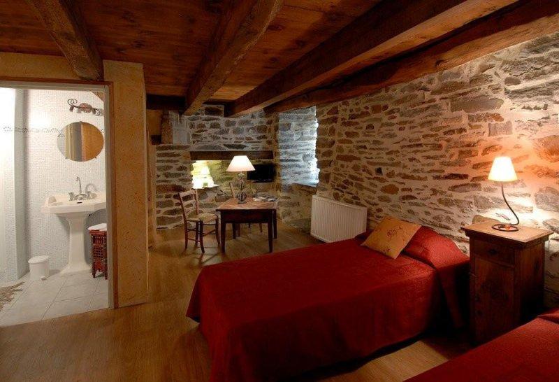Chambres d 39 h tes la tour des chapelains chambres saint ch ly d 39 aubrac - Chambre d hotes de charme aubrac ...