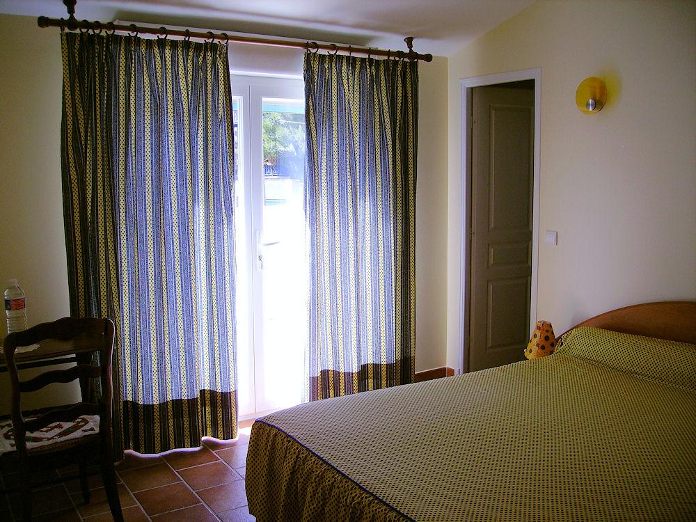 Chambres d 39 h tes la bigourelle chambres roquefort la for La chambre 13