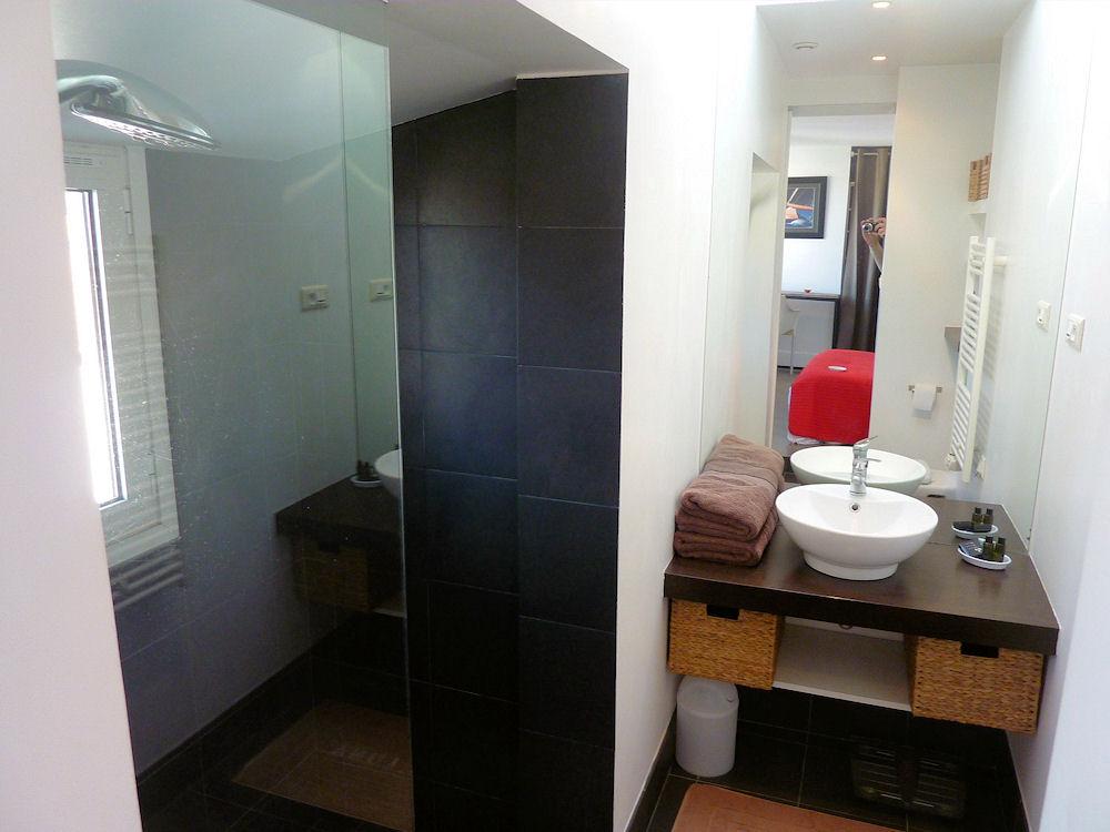 chambres d 39 h tes la luna chambres marseille provence bord de mer. Black Bedroom Furniture Sets. Home Design Ideas