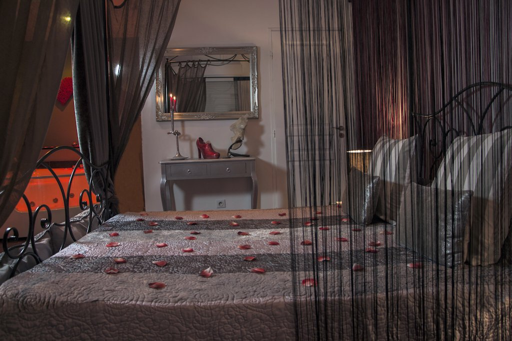 Chambre d 39 h tes nuit de r ve chambre lambesc dans les - Chambre des metiers des bouches du rhone ...