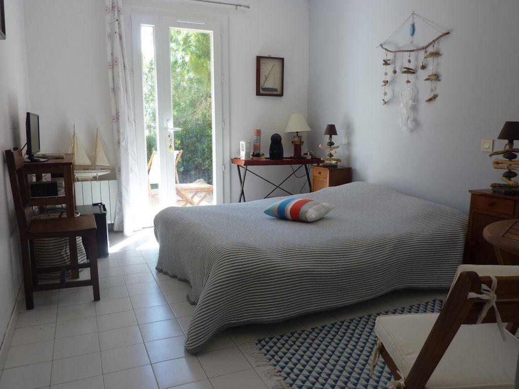 chambres d 39 h tes les attrape r ves chambres ensu s la redonne c te bleue. Black Bedroom Furniture Sets. Home Design Ideas