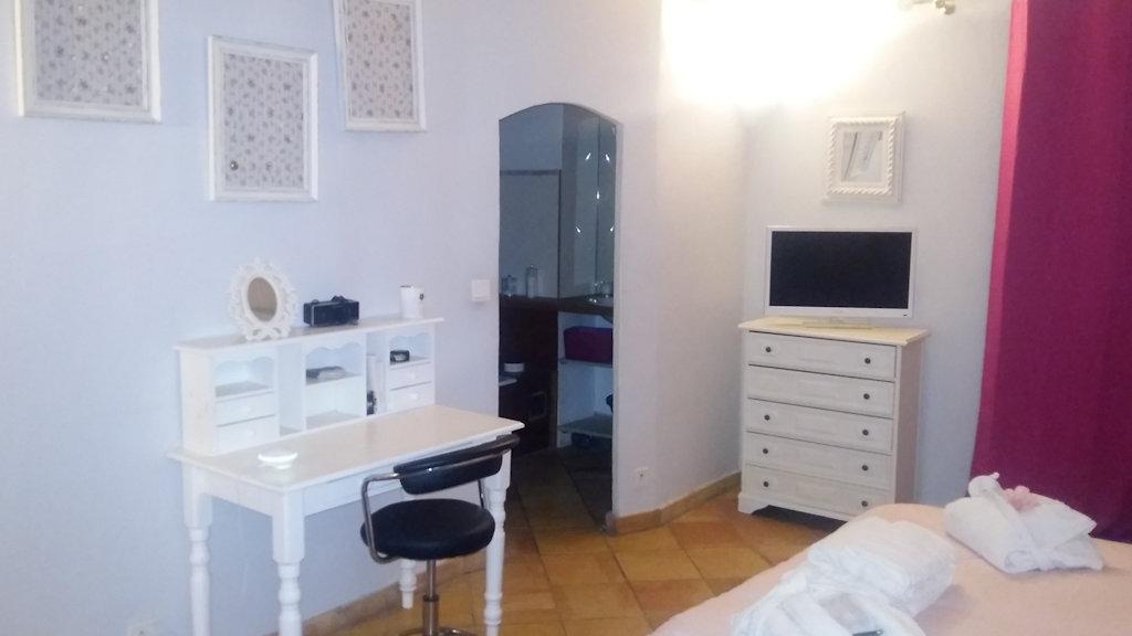 Chambres d 39 h tes la bastide des calades chambres d 39 h tes - Chambre hote salon de provence ...