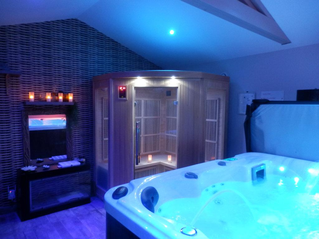 """Chambre D Hotes Suite Avec Spa Et Sauna Privee 50 M Suite Lambesc Au CÅ""""ur De La Provence"""