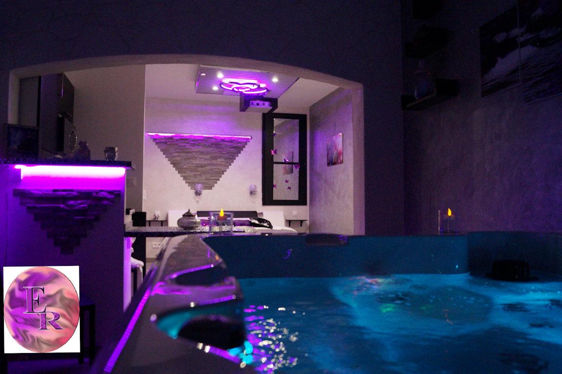 Chambre d\'hôtes Nuit d\'Amour Jacuzzi Spa, piscine : L\'Escale ...