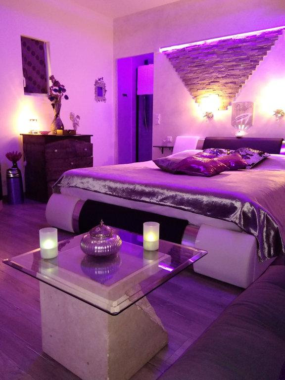 Gästezimmer Nuit d\'Amour Jacuzzi Spa, piscine : L\'Escale ...