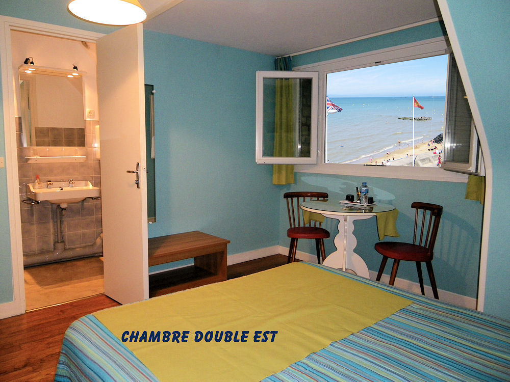 chambres d 39 h tes arroplace arromanches bord de plage chambres d 39 h tes arromanches les bains. Black Bedroom Furniture Sets. Home Design Ideas