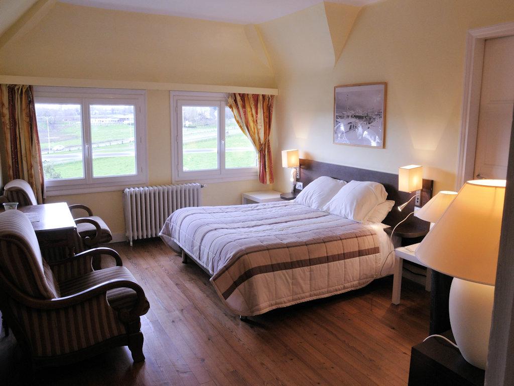 chambres d 39 h tes clos fleuri chambres suites et duplex bayeux dans le calvados 14 250m. Black Bedroom Furniture Sets. Home Design Ideas
