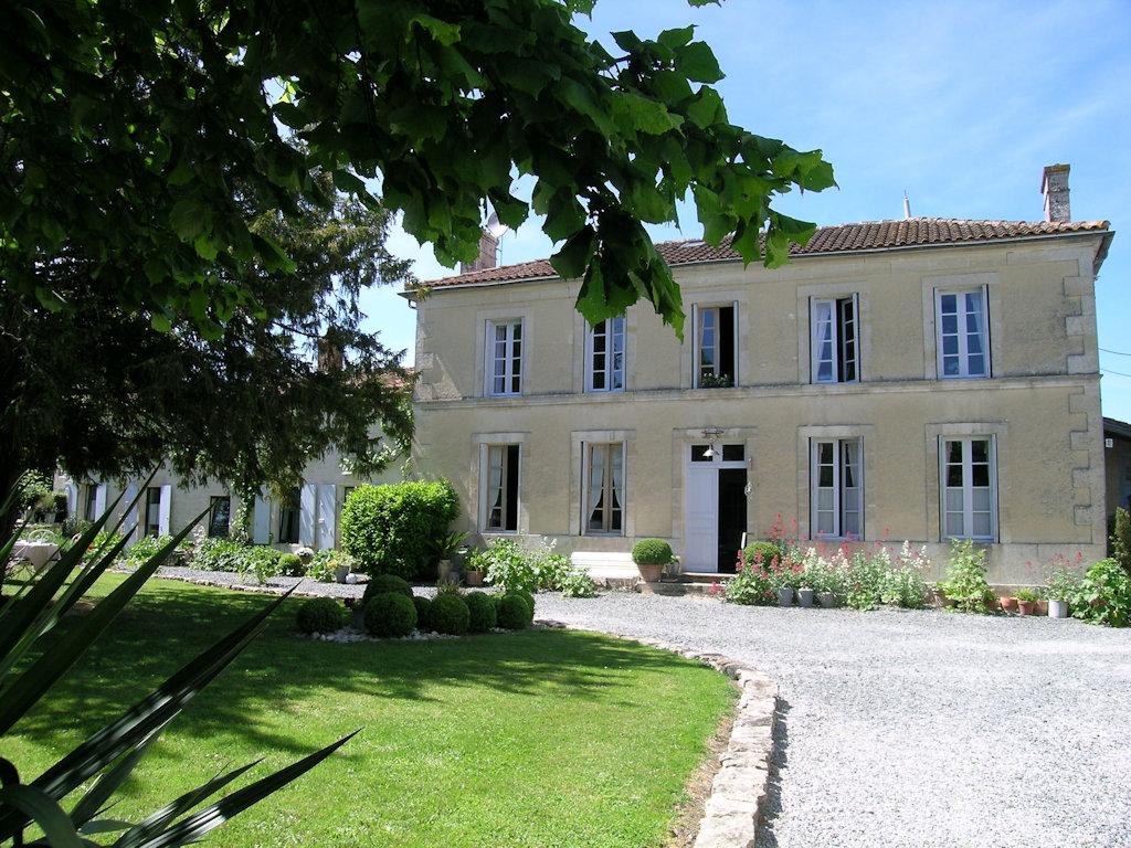 Chambres D Hotes Les 2 Madeleine Chambres Et Chambre Familiale Saint Saturnin Du Bois Marais Poitevin La Rochelle L Ile De Re Aix Oleron Fouras