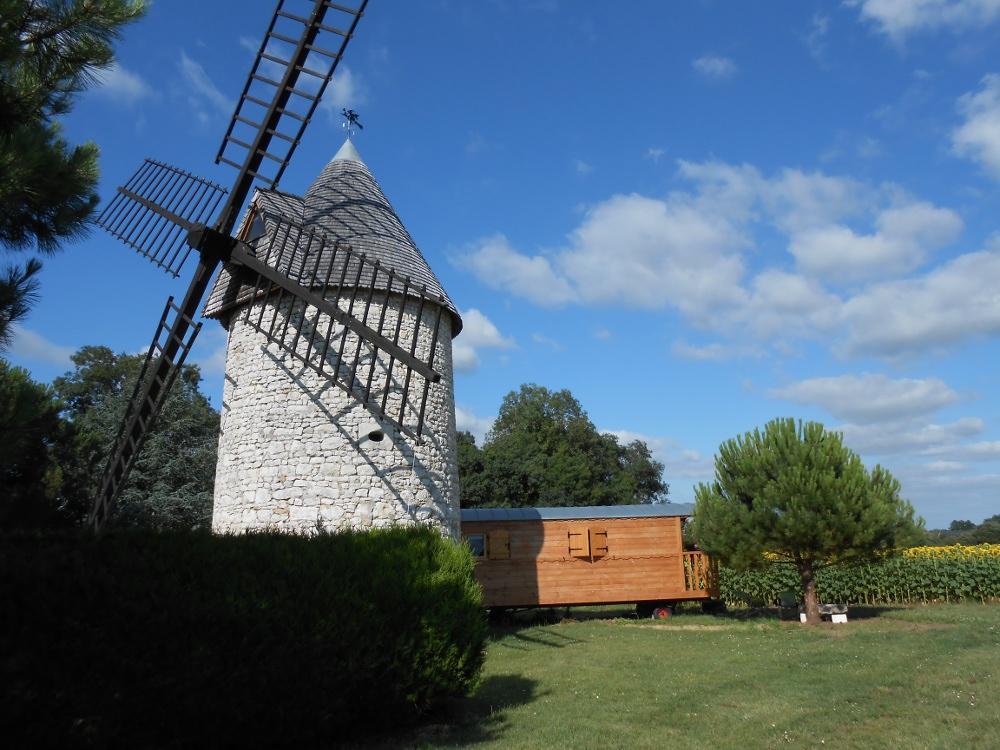 Chambre D Hotes La Roulotte Du Vieux Moulin Roulotte Grezac Poitou