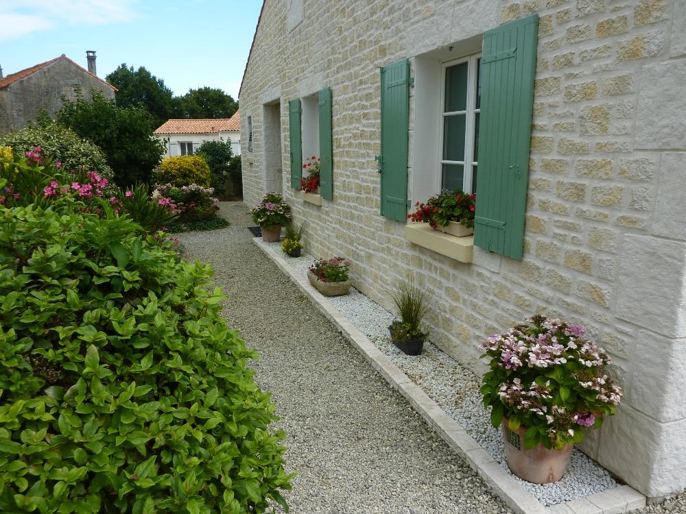 Affittacamere maison du chemin vert camere nei echillais for Contour de maison en gravier