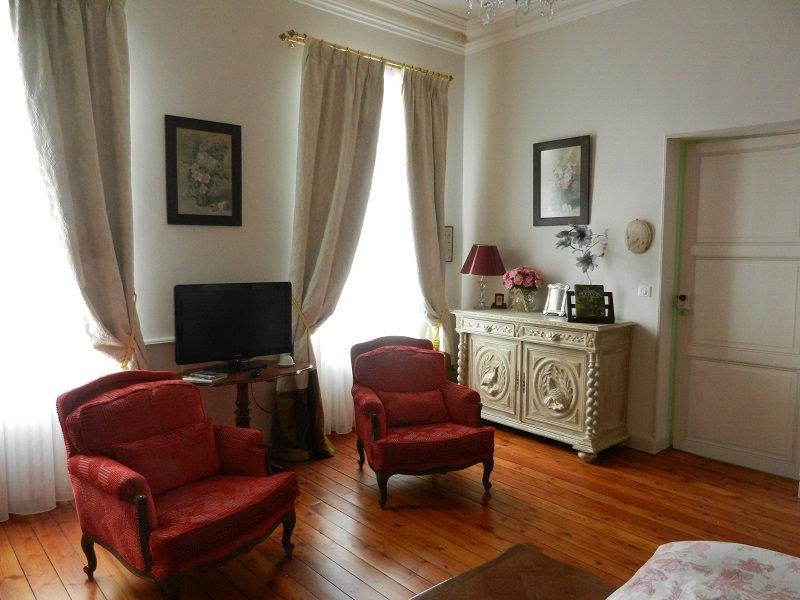 Chambre d 39 h tes la maison de l 39 ambassadeur chambres d 39 h tes saint jean d 39 ang ly - Chambre d hote a saintes ...