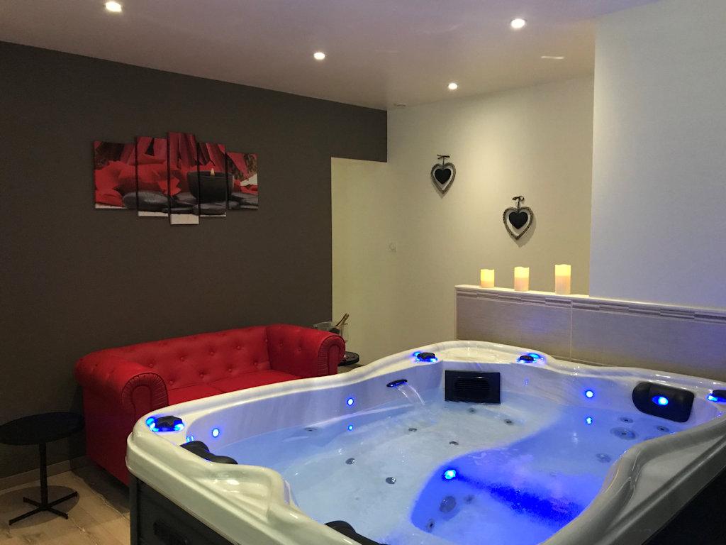 Evasion Chambre Romantique Avec Spa Privatif Chambre Bort Les Orgues