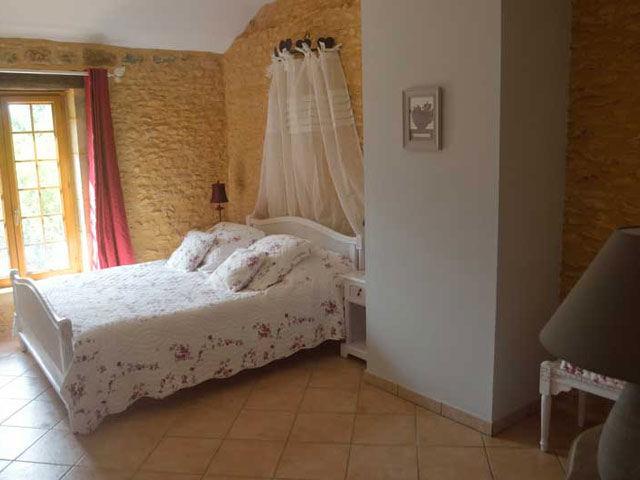 chambres d 39 h tes la noyeraie chambres d 39 h tes saint amand de coly p rigord noir dans le sarladais. Black Bedroom Furniture Sets. Home Design Ideas