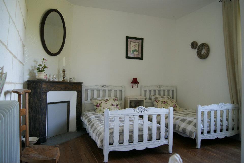 Chambres d 39 h tes les demoiselles chambres et chambre familiale villars p rigord vert - Chambre d hote villars les dombes ...