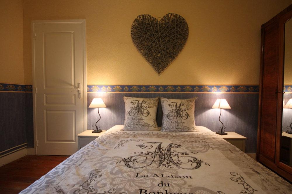 chambres d 39 h tes la maison du bonheur chambres anlhiac p rigord. Black Bedroom Furniture Sets. Home Design Ideas