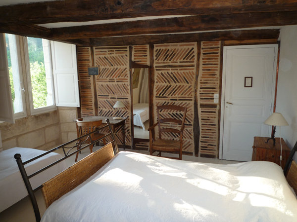 chambres d 39 h tes la maison des d mes chambres d 39 h tes saint aquilin entre p rigueux brant me. Black Bedroom Furniture Sets. Home Design Ideas