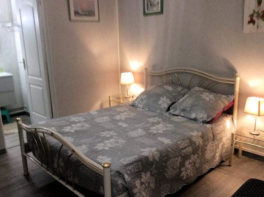 chambre d 39 h tes petit appartement chambre coulounieix. Black Bedroom Furniture Sets. Home Design Ideas