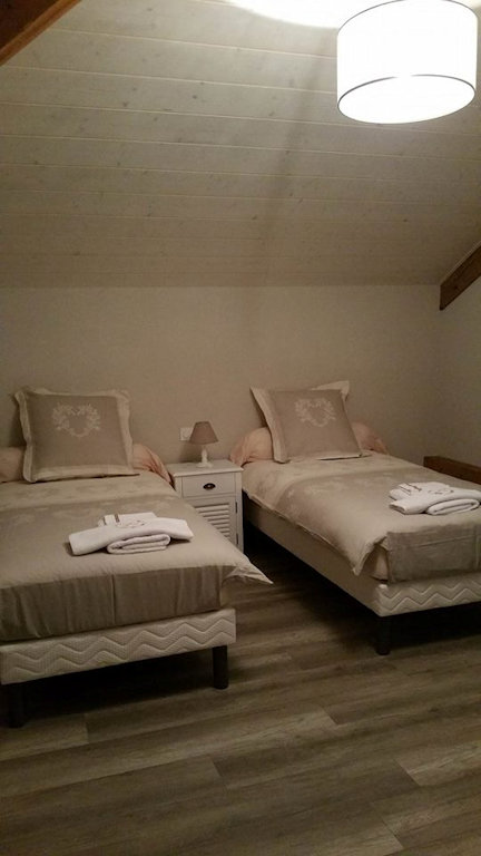 Bed breakfast l 39 ecrin du lac rooms family room and for Chambre d agriculture du doubs