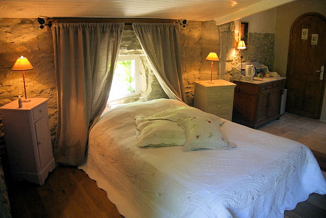 chambres d 39 h tes le clos de l 39 ambre chambres divajeu dans la dr me 26 dr me proven ale. Black Bedroom Furniture Sets. Home Design Ideas