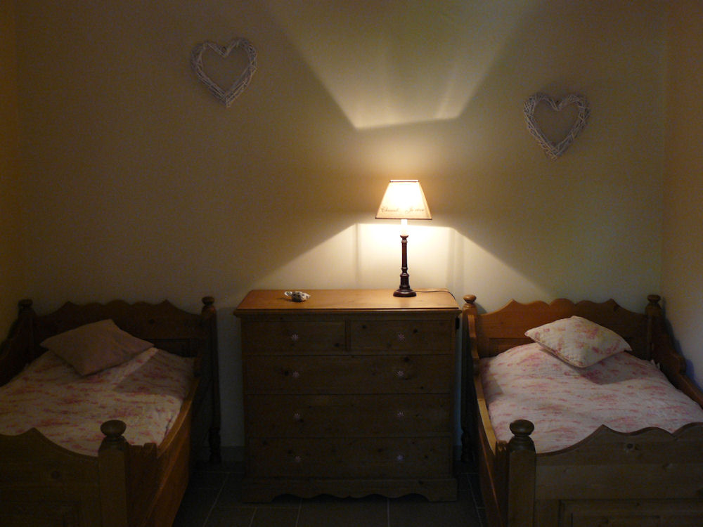 Chambres d 39 h tes le clos de l 39 ambre chambres divajeu - Chambre d hote de charme drome ...