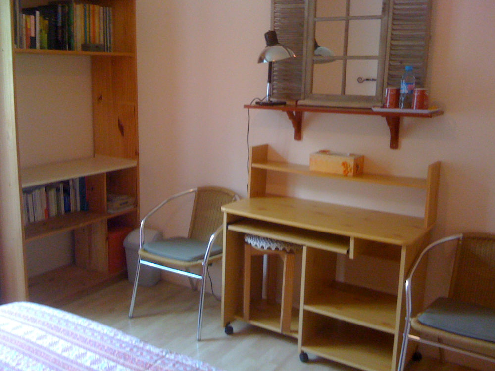 chambres d 39 h tes chez l 39 habitant chambres allan dr me proven ale. Black Bedroom Furniture Sets. Home Design Ideas
