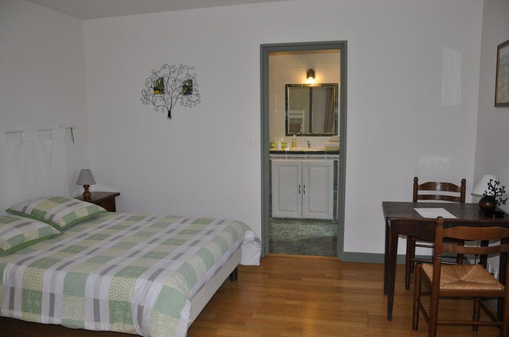 chambres d 39 h tes les cigales chambres charols dans la dr me 26 dr me proven ale. Black Bedroom Furniture Sets. Home Design Ideas