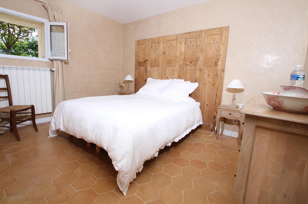 Chambres d 39 h tes le mas aux trois fontaines chambres for Nyons chambre d hotes
