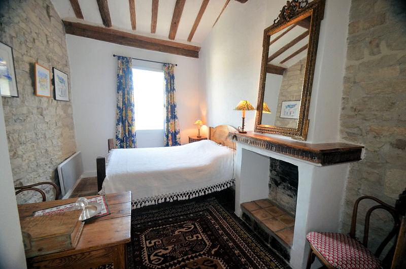 chambres d 39 h tes bed and art chambres d 39 h tes calvisson camargue. Black Bedroom Furniture Sets. Home Design Ideas
