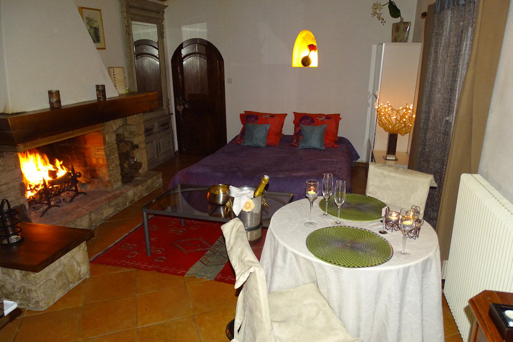 Chambres d 39 h tes cottage avec jacuzzi chambre n mes - Chambre avec jacuzzi languedoc roussillon ...