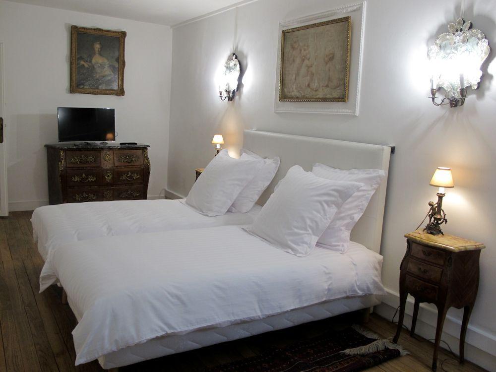 chambre d 39 h tes la suite du chapeau rouge chambres d 39 h tes bordeaux centre ville. Black Bedroom Furniture Sets. Home Design Ideas