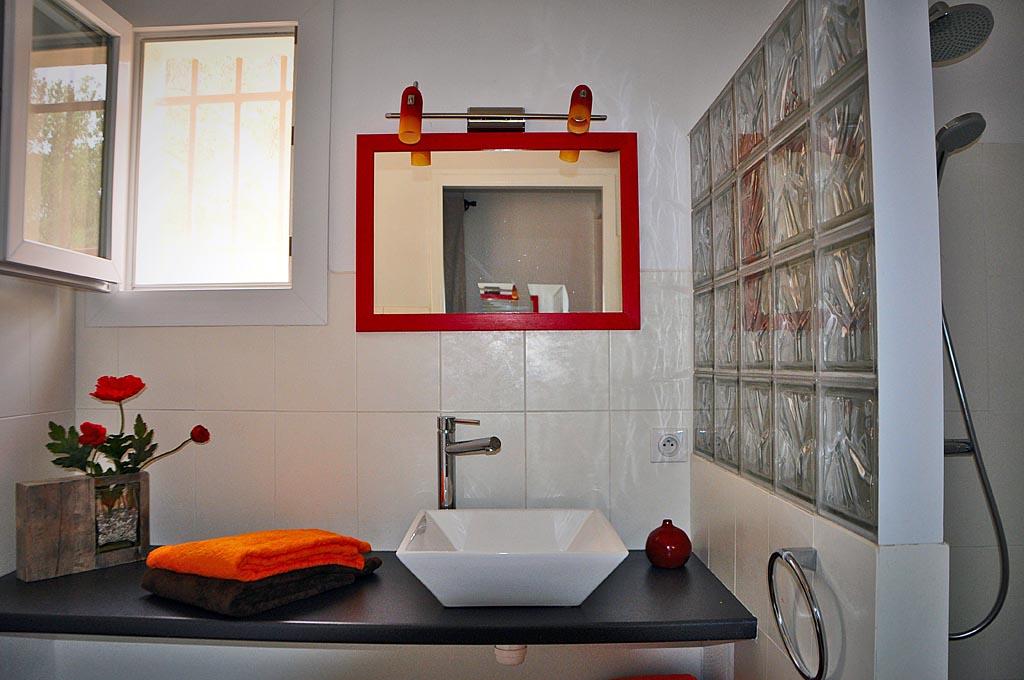 chambres d 39 h tes les esterelles chambres aniane dans l 39 h rault 34 saint guilhem le d sert. Black Bedroom Furniture Sets. Home Design Ideas