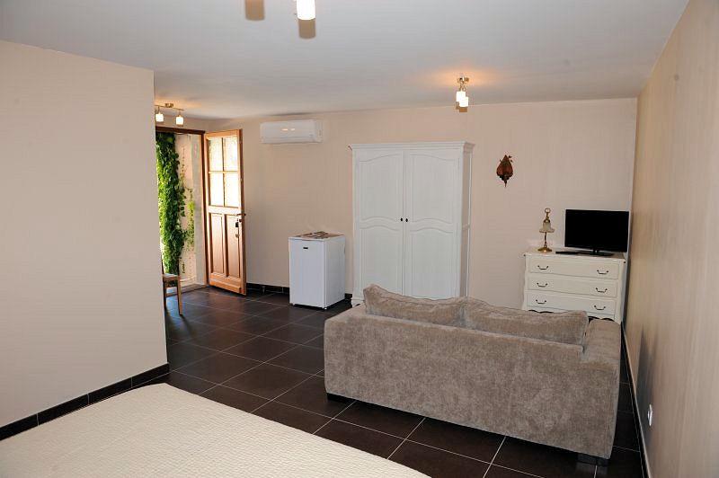 chambres d 39 h tes aux berges du canal chambres capestang dans l 39 h rault 34 canal du midi. Black Bedroom Furniture Sets. Home Design Ideas
