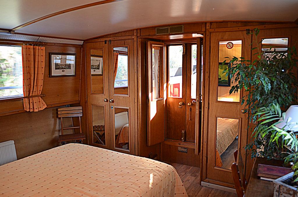 Chambres d 39 h tes p niche b atrice chambres portiragnes dans l 39 h rault 34 canal du midi - Chambre d hote peniche paris ...
