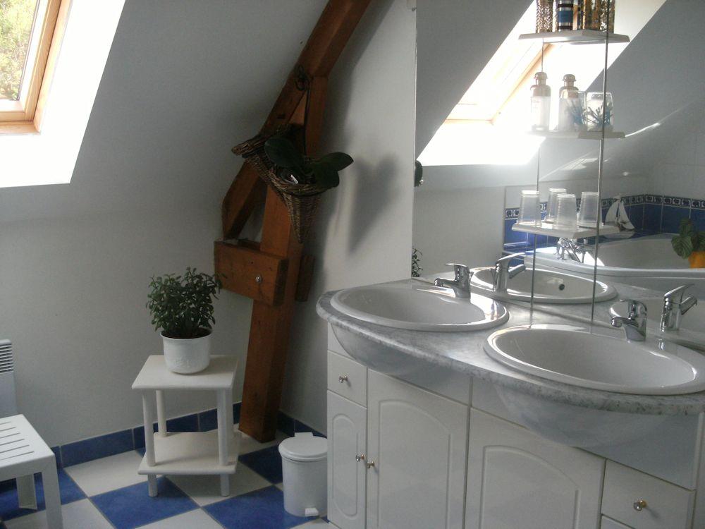 chambres d 39 h tes chez mireille chambre familiale et chambre cancale en ille et vilaine 35. Black Bedroom Furniture Sets. Home Design Ideas