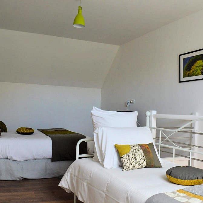 chambres d 39 h tes mont voyageur 15 km du mont saint michel chambres et chambre familiale sains. Black Bedroom Furniture Sets. Home Design Ideas