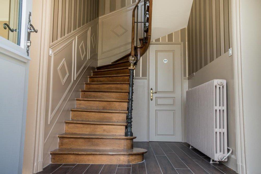 Chambres d 39 h tes la dixmeresse chambres d 39 h tes restign touraine p - Decoration d entree avec escalier ...