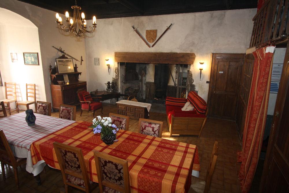 Chambre d 39 h tes ch teau de gordes chambres d 39 h tes laval dauphin is re - Chambres d hotes chateau ...