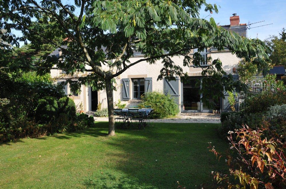 Chambre d 39 h tes le jardin de la terrousais chambre saint etienne de montluc estuaire de la - Les jardins d arcadie st etienne ...