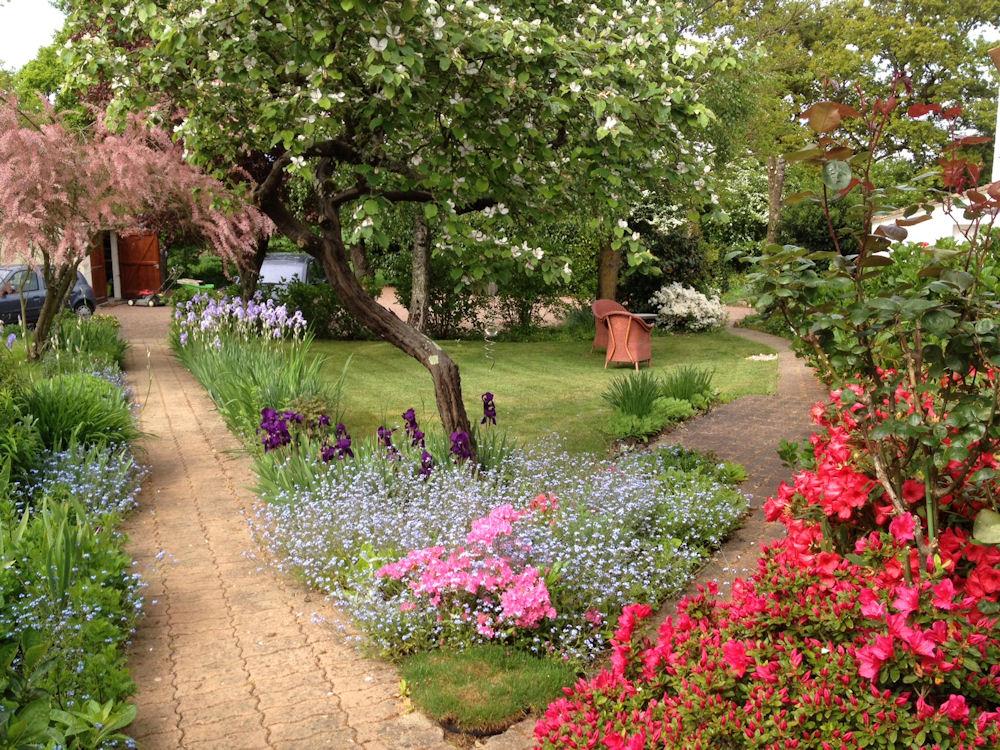 Am nagement petit jardin 41 id es superbes jardin devant for Petit jardin devant maison