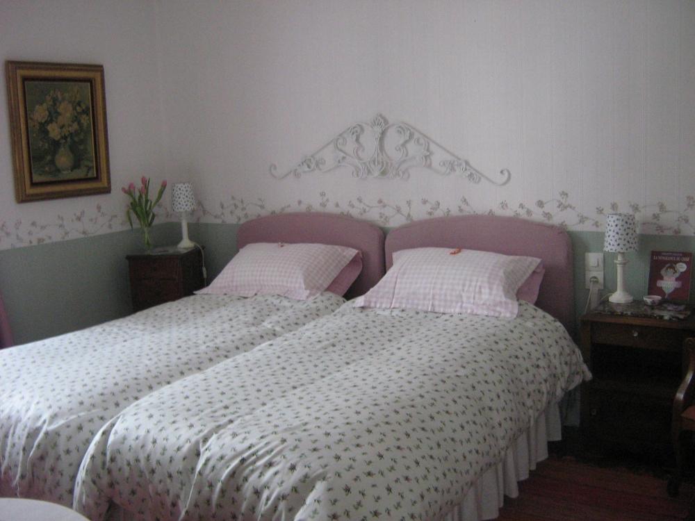 Chambres DHtes Aux Volets Blancs Chambres Et Suite Gramat