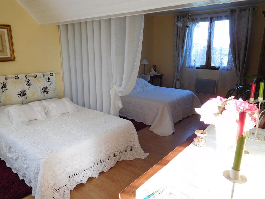 Chambres d 39 h tes aux deux colombes chambres padirac for Chambre d hote dans le lot