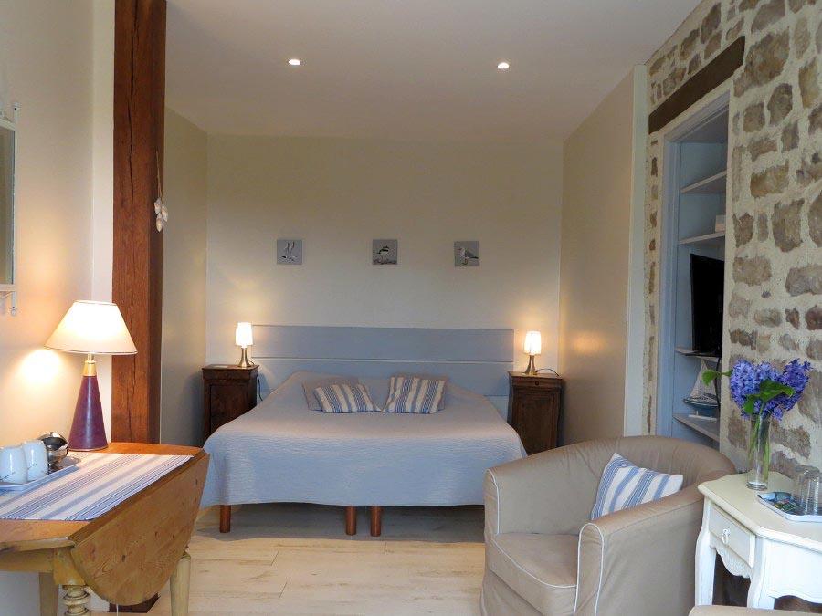 chambres d 39 h tes les deux caps chambres et suite familiale carneville cotentin. Black Bedroom Furniture Sets. Home Design Ideas
