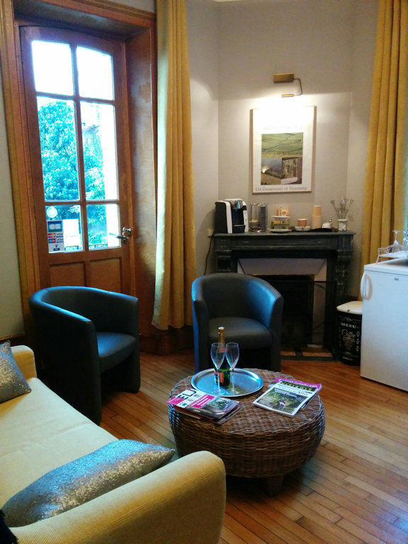 chambres d 39 h tes la poterne chambres et suites pernay dans la marne 51 champagne. Black Bedroom Furniture Sets. Home Design Ideas