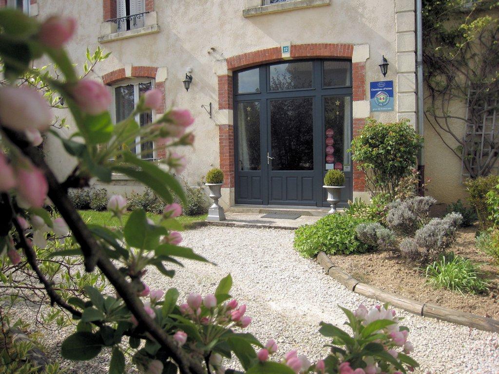 chambres d 39 h tes les charmilles chambres d 39 h tes charny sur meuse site historique de verdun. Black Bedroom Furniture Sets. Home Design Ideas
