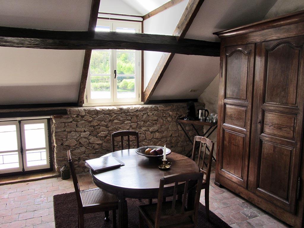 G te chambre d 39 h te les moulins au bord du lac casas rurales corancy morvan - Chambre d hote lac majeur ...
