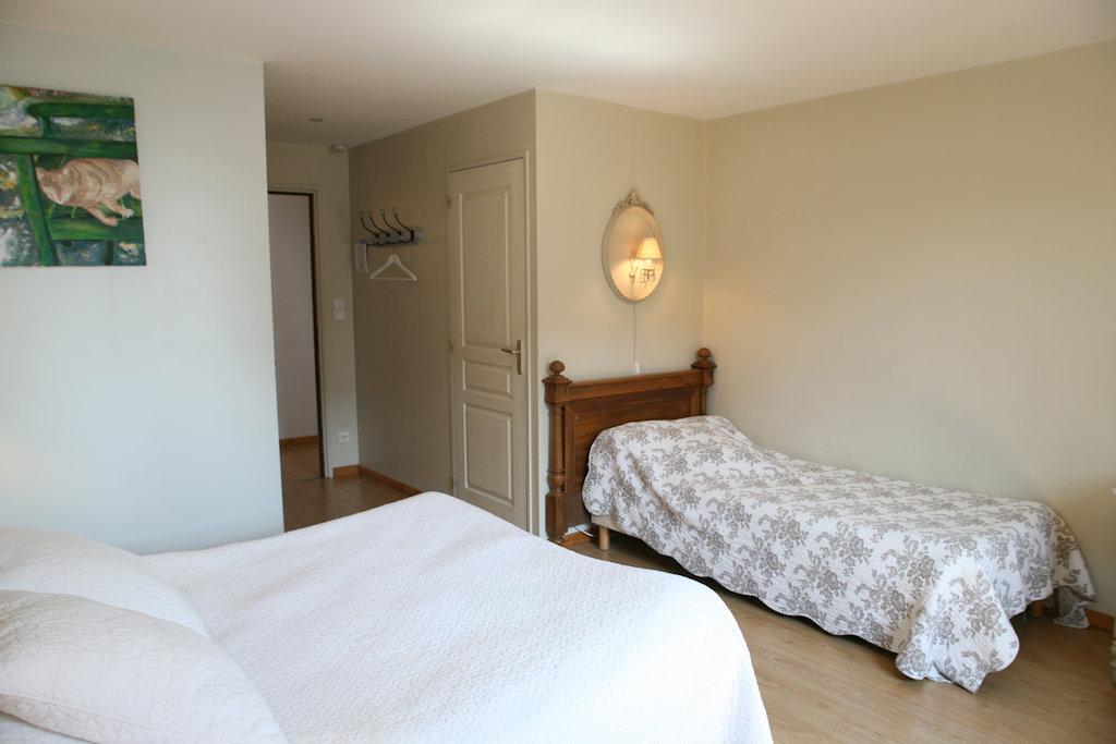 chambres d 39 h tes la ferme des buis chambres sainghin en weppes dans le nord 59 15 km de lille. Black Bedroom Furniture Sets. Home Design Ideas